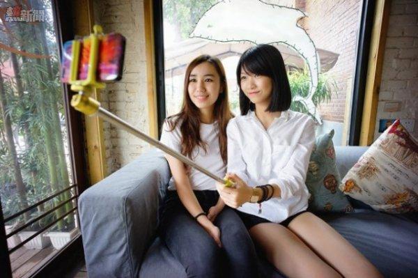 south_korea_selfie_stick-650x433