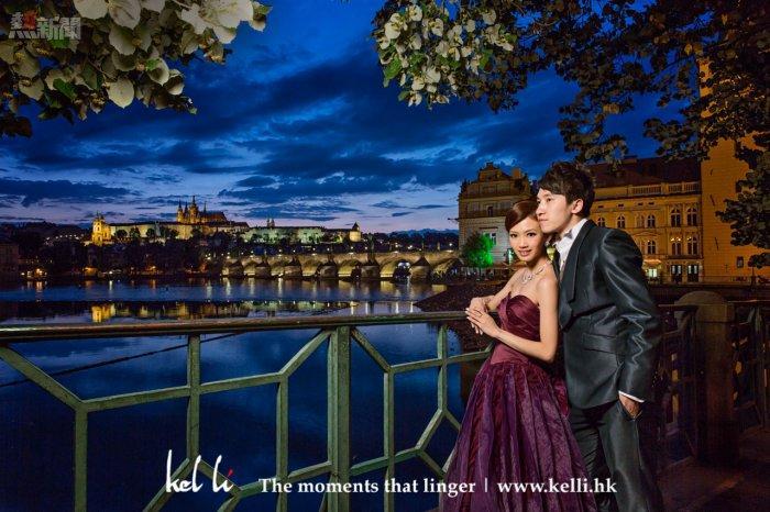 新人在迷人的布拉格夜景襯托下,分外迷人   Prwedding photos at night in Prague