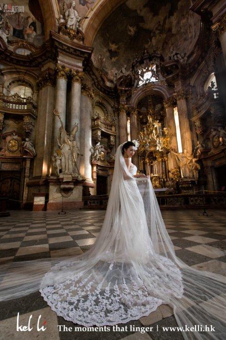 布拉格教堂裡的情侶, 婚紗照   Lovers in the Prague church