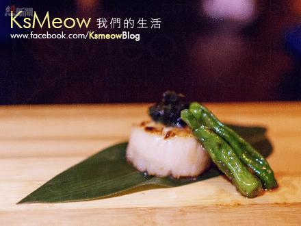 師傅有感紫菜質感較易弄糊,改用鮮海苔放在帆立貝上, 成品同具鹹鮮,口感卻更棒!