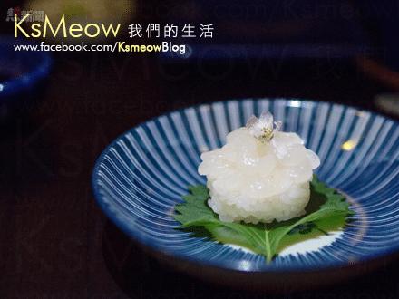 小白蝦壽司以18-20隻蝦子製作,每口,也吃到清甜微黏的蝦肉!