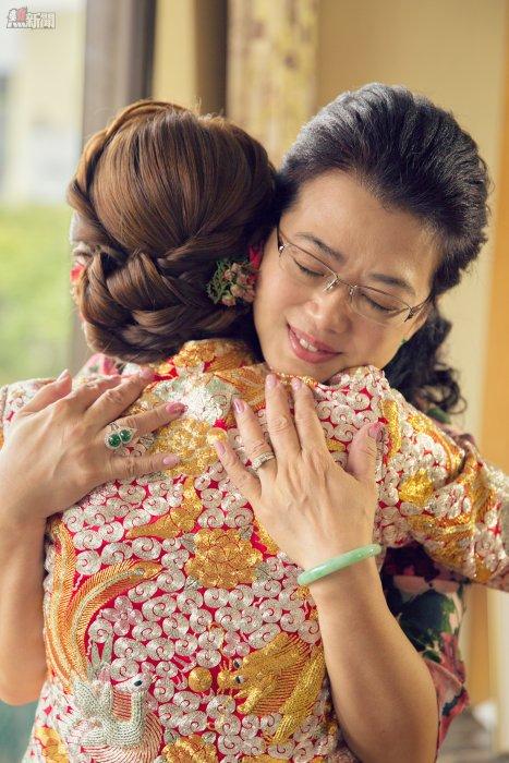 婚禮當中,我最喜愛的母女之間的愛盡在這一刻的擁抱中,無論拍幾多次,都一樣感動