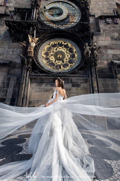 飄逸的藍色婚紗,拍出來更有童畫國度