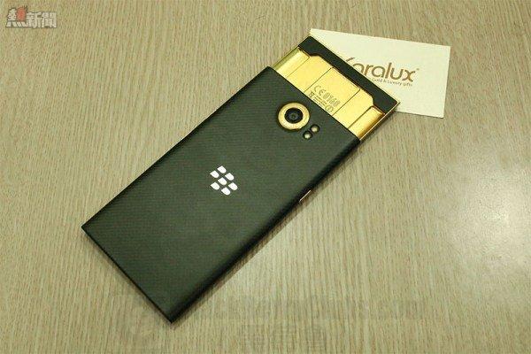blackberrypriv-24kgold_bbc_04