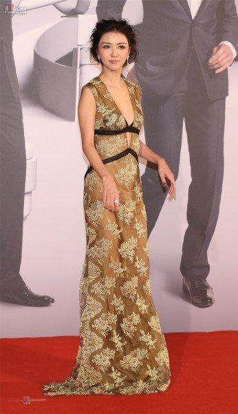薛凱琪穿上性感雷絲晚禮服