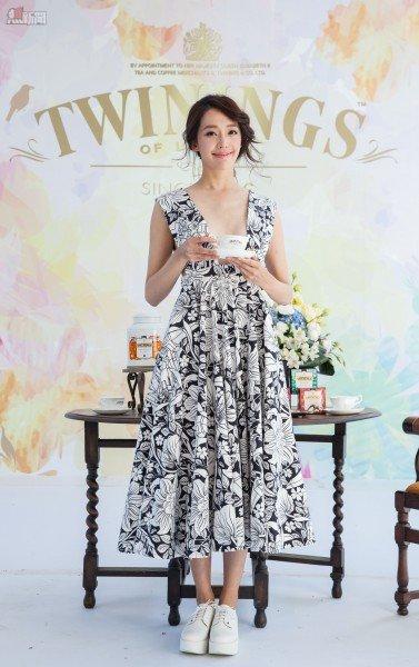 川寧茶派對女主人-「王心恬」大秀性感深V,演繹春精靈