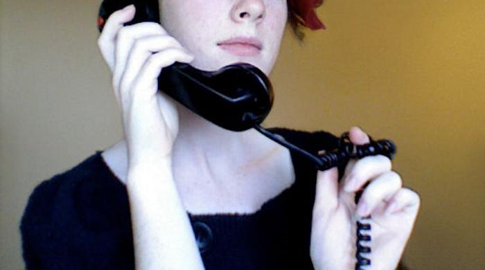 【趣味測試】拿電話聽筒的方式看你對金錢態度